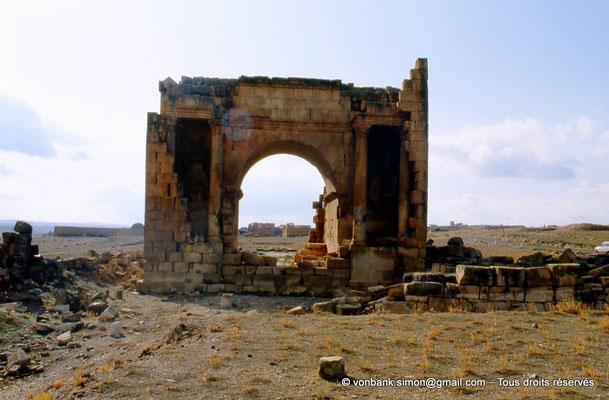 [007-1983-21] Haïdra (Ammaedara) : Arc de Triomphe de Septime Sévère - Façade Nord
