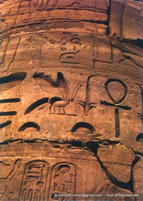 [082-1973-18] Karnak - Salle hypostyle : Détail d'une colonne