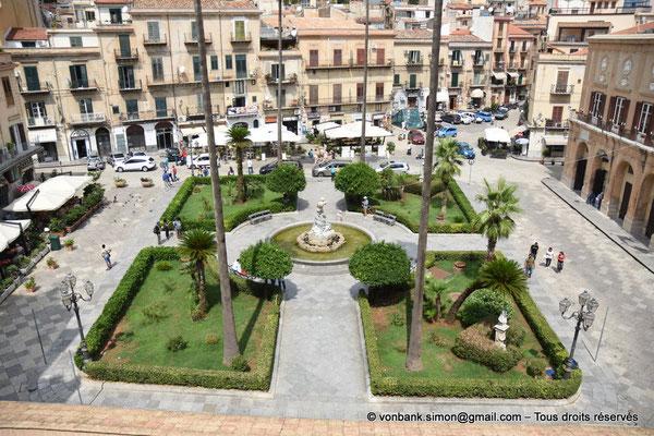[NU906-2019-1744] Piazza Vittorio Emanuele (située au Nord de la Cathédrale)