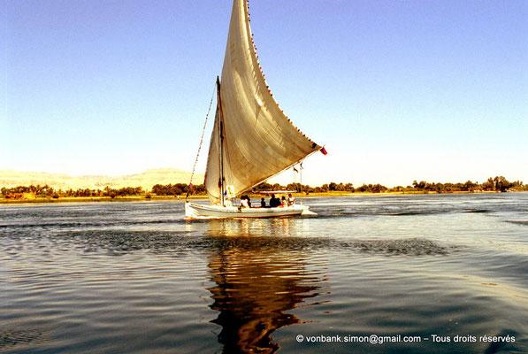 [063-1981-07] Louxor : le Nil