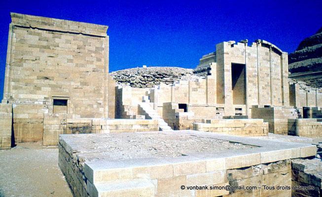 """[083-1973-06] Saqqara - Djoser : Chapelles de la cour du """"Heb-Sed"""""""