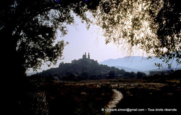 [072-1978-38] Annaba (Hippo Regius) : Basilique Saint-Augustin vue depuis la colline du Gharf el Artran (Musée)