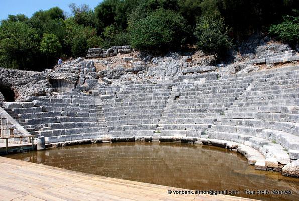 [NU902-2010-106] Butrint (Buthrotum) : Théâtre (Orchestre inondé, Cavea)
