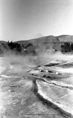[NB025-1978-45] Hammam Meskoutine (Aquae Thibilitanae) : Vapeur et écoulements des eaux chaudes