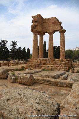 [NU906-2019-1606] Agrigente - Temple des Dioscures (Castor et Pollux) : Angle intérieur Nord-Ouest