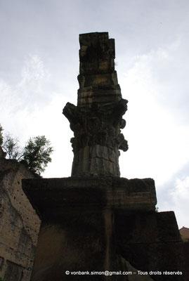 [NU001e-2018-0059] Orange (Arausio) : Temple dédié au culte de l'empereur (détail)