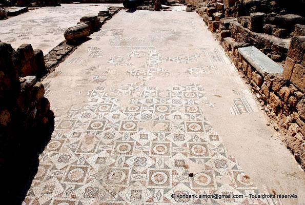 [NU900-2012-091] Paphos (Nea Paphos) : Ruines de la Basilique paléochrétienne Panayia Chrysopolitissa - Mosaïques à dessins géométriques