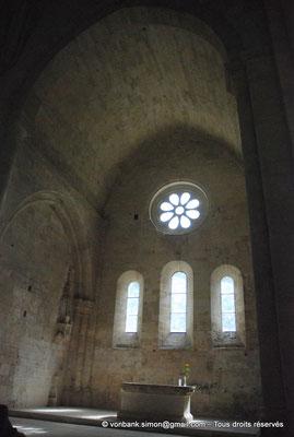 [NU003-2017-048] 13 - La Roque d'Anthéron - Abbaye de Silvacane : Choeur et son abside à fond plat orné d'une rosace et de trois baies