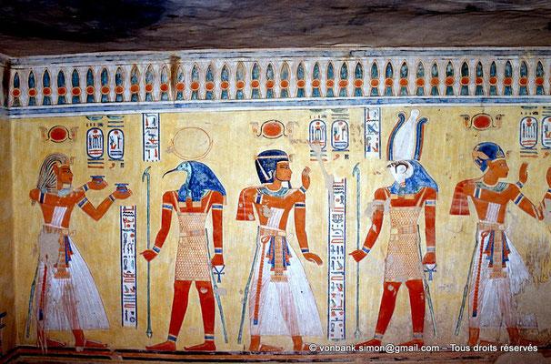 [066-1981-14] QV 44 Khaemouaset : Ramsès III fait des offrandes aux dieux