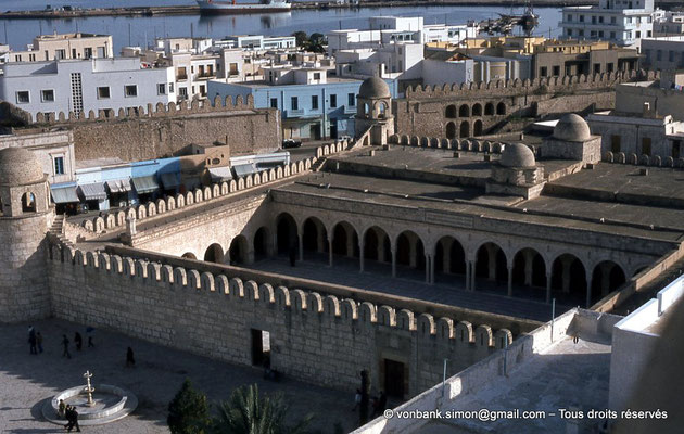 [011-197 -01] Sousse (Hadrumetum) : La Grande mosquée - Vue sur la cour intérieure depuis la tour du Ribat