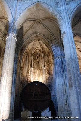 [NU001-2017-551] 34 - Villeveyrac - Valmagne : Chapelle rayonnante dans laquelle est installé un foudre en chêne de Russie