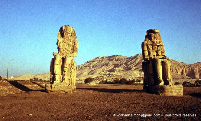 [080-1973-35] Temple funéraire d'Amenhotep III : Colosses de Memnon