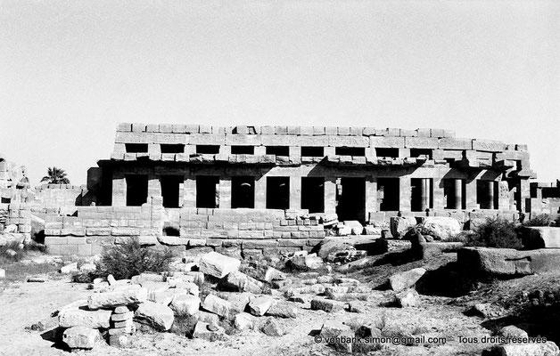 [NB087-1973-09] Karnak - Akh-Menou : Façade Ouest de l'Akh-Menou
