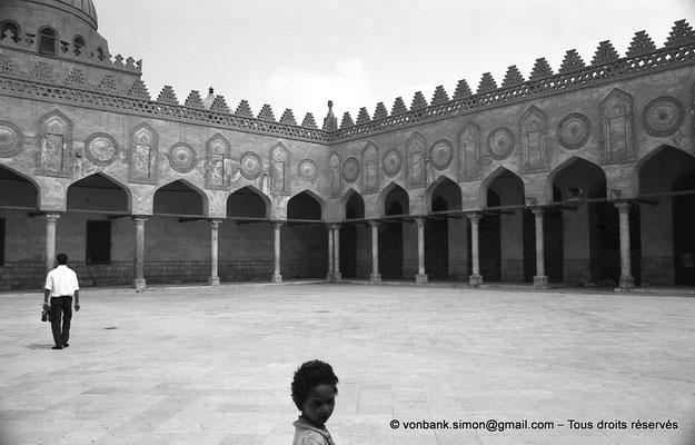 [NB072-1973-52] Le Caire - Mosquée Al-Azhar : Vue partielle de la cour centrale