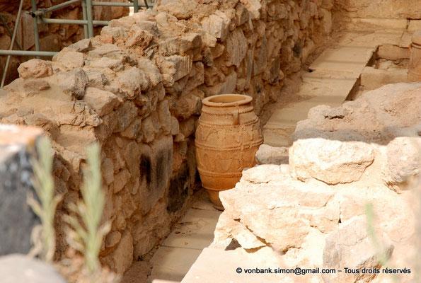 [NU905-2011-157] Cnossos (Crète) : Pithoi (grande jarre)