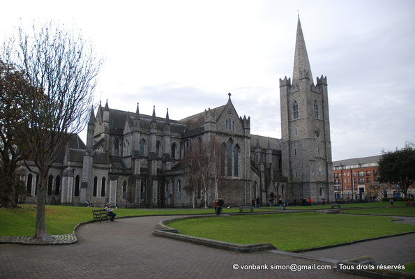 [NU002p-2016-0079] Dublin - Cathédrale Saint-Patrick (vue septentrionale de l'édifice prise depuis le parc Saint-Patrick)