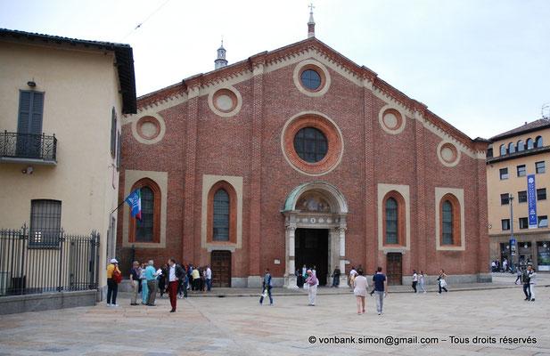 [NU908-2015-0854] Milan - Santa Maria delle Grazie : Façade de l'église (vue depuis la Place)