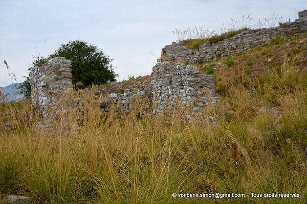 [NU906-2019-1352] Ségeste : Ruines de l'église (XV° siècle) dédiée à Saint Léon