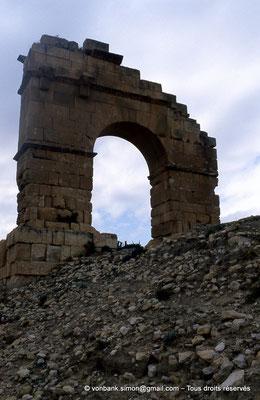 [007-1983-13] Kasserine (Cillium) : Arc de triomphe