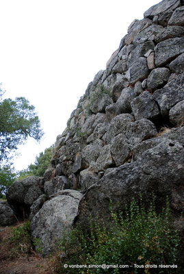 [NU904-2015-133] Nuraghe Majori (Sardaigne) : Extérieurs
