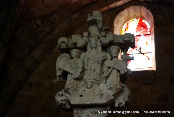 [NU002f-2016-0399] 11 - Fontfroide : Chapelle des Morts - Calvaire (Vierge au diadème) - Vitraux réalisés en 2009 par Kim En Joong