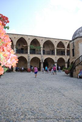 [NU905-2014-0283] Nicosie - Agia Sophia : Vue partielle de la cour intérieure du Büyük Han avec ses deux niveaux de galerie