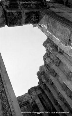 [NB071-1973-12] Baalbek : Temple de Bacchus - Pronaos