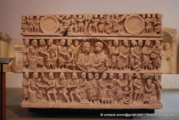 """[NU001k-2018-0059] Arles (Arelate) : Sarcophage de la """"Trinité"""" ou des """"époux"""", 1ère moitié du IV° siècle - Découvert en 1974 à Trinquetaille (Arles)"""