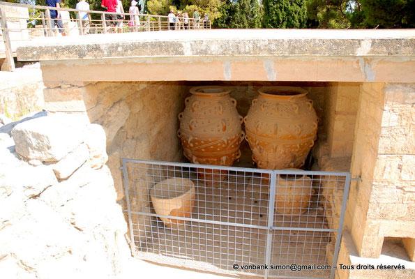 [NU905-2011-185] Cnossos (Crète) : Pithoi (grandes jarres)