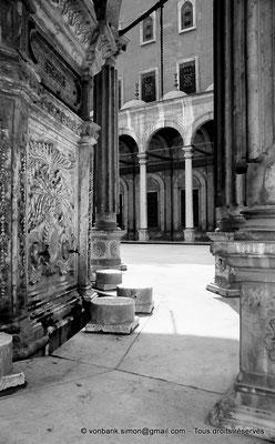 [NB072-1973-14] Le Caire - Mosquée Mohamed Ali Pacha : Fontaine à ablutions - En arrière-plan, colonnade de la cour