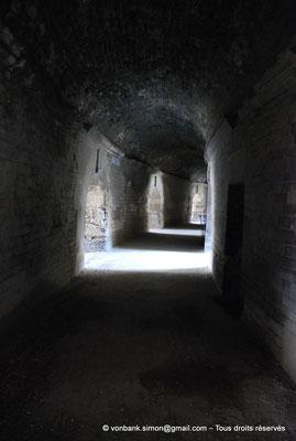 [NU001k-2018-0006] Arles (Arelate) - Amphithéâtre : Circulation interne