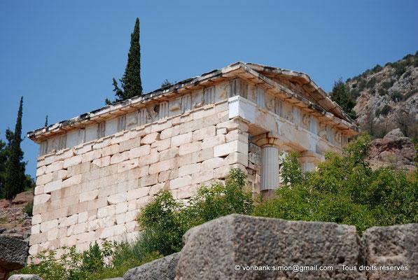 [NU901-2008-0147] GR - Delphes - Sanctuaire d'Apollon : Trésor des Athéniens (vue partielle)