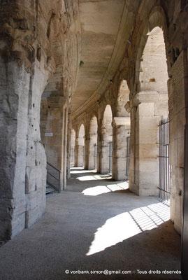 [NU001k-2018-0035] Arles (Arelate) - Amphithéâtre : Galerie extérieure du rez-de-chaussée