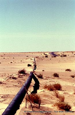 [015-1979-08] Désert - Oléoduc