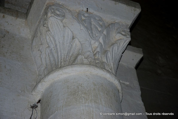 [NU904-2015-0077] 17 - Sainte-Gemme - Nef : Chapiteau