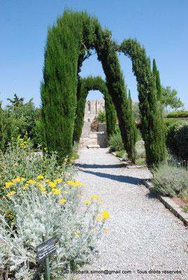 [NU001-2017-510] 34 - Gigean - Saint-Félix de Montceau : Le Jardin des moniales