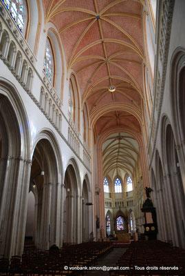 [NU002k-2016-0040] 29 - Quimper - Cathédrale Saint-Corentin : Nef et chœur