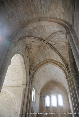 [NU003-2017-047] 13 - La Roque d'Anthéron - Abbaye de Silvacane : Bras Sud du transept et croisée d'ogives de la croisée du transept (peut-être la première croisée d'ogives construite en Provence)