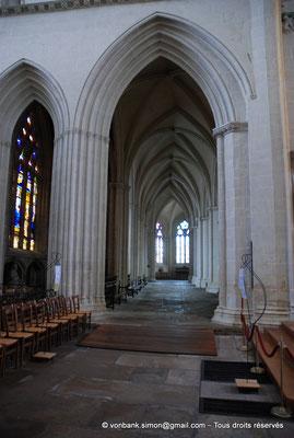 [NU002k-2016-0035] 29 - Quimper - Cathédrale Saint-Corentin : Déambulatoire Nord