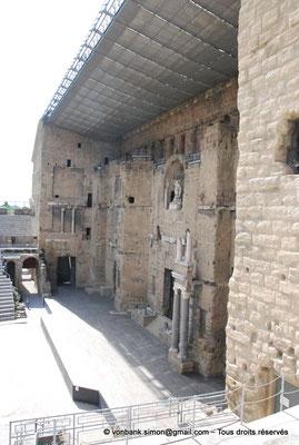 [NU001e-2018-0039] Orange (Arausio) : Théâtre - Mur de scène vu depuis l'Est de la cavea