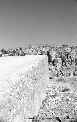 [NB071-1973-26] Baalbek : Carrière - Mégalithe pesant 1500 tonnes (vue partielle)