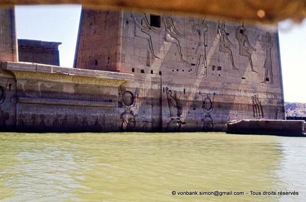 [080-1973-02] Philae : Temple d'Isis - Pylône 1