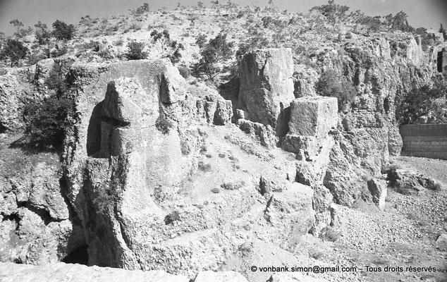 [NB071-1973-27] Baalbek : Carrière (ruines d'une construction)