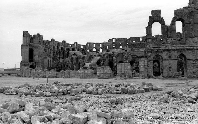 [NB011-1981-37] El Djem (Thysdrus) : Amphithéâtre - Partie extérieure détruite