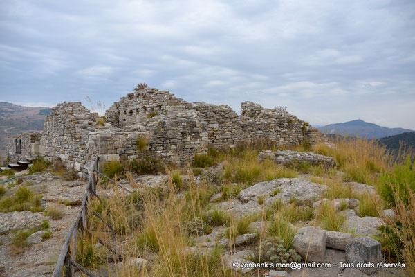 [NU906-2019-1340] Ségeste - Château médiéval : Ses ruines sont situées au sommet de l'Acropole Nord