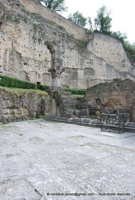 [NU001e-2018-0056] Orange (Arausio) : Temple dédié au culte de l'empereur (vue partielle)