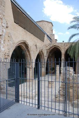 [NU905-2014-0318] Nicosie - Agia Sophia : Les deux travées des nefs du Sud et leur partie occidentale ruinée (ancienne église Saint-Nicolas)