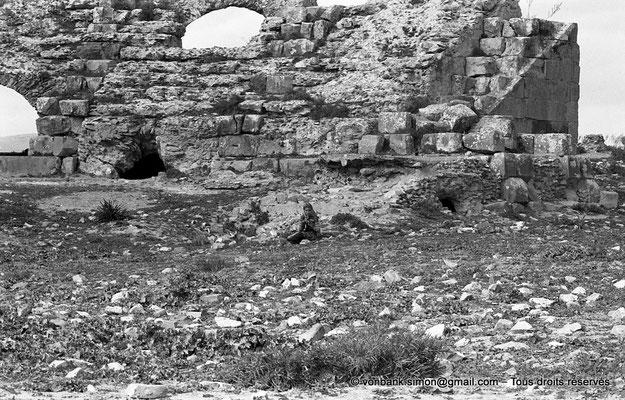 [NB044-1978-21] Chemtou (Simitthu) : Théâtre