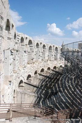 [NU001k-2018-0025] Arles (Arelate) - Amphithéâtre : Arcades supérieures