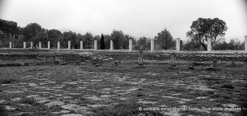 [NB043-1978-20] Lambèse (Lambaesis) : Depuis le Praetorium, vue partielle du Forum